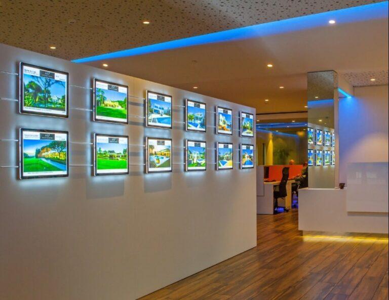 raamdisplays, raampresentatie-vitrinemedia, raampresentatie-kabelsysteem, raampresentatie-makelaar, Raampresentatie-LED, LED-displays, raampresentatie, LED-raampresentatie
